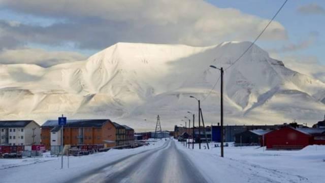 En Longyearbyen, unos de los pueblos más septentrionales del mundo, viven 2.000 personas - Efe