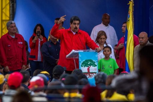 En un encuentro a principios de Marzo con la militancia del Partido Socialista Unido de Venezuela, Nicolás Maduro, informó las cifras de la preventa del Petro. | Foto: EFE