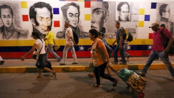 Miles de venezolanos escapan de la dictadura de Nicolás Maduro por la extensa frontera que la une con Colombia, país que incrementó los controles en los últimos meses y aumentó la presencia militar (EFE)