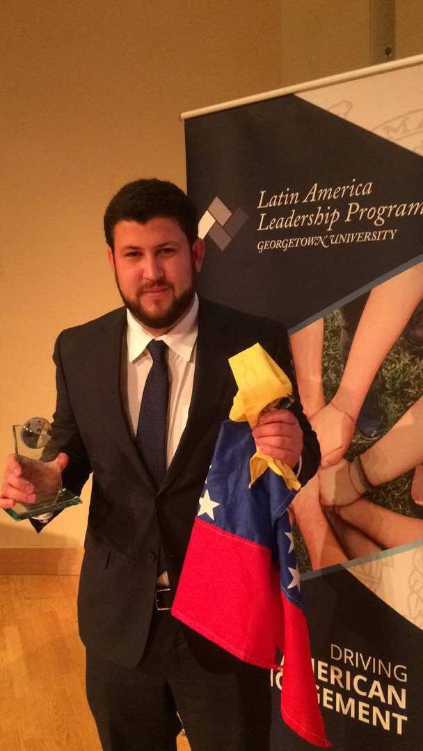 Foto: Universidad de Georgetown entregó el premio por liderazgo latino americano a David Smolansky / Prensa