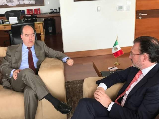 Como parte de las acciones del Frente Amplio Internacional Julio Borges, Carlos Vecchio y Tomás Guanipa de se reunieron con el canciller mexicano Luis Videgaray