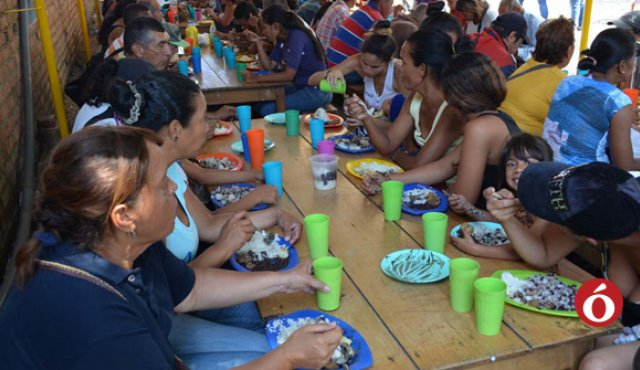 La diócesis católica de Cúcuta empezó con una olla comunitaria hace un año; hoy sirve diariamente unos 1.500 almuerzos. / Foto: Cortesía