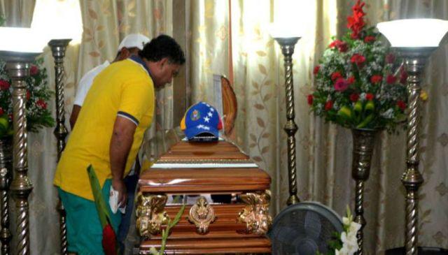 El cuerpo de Lorena Cardozo es velado en casa de sus parientes en Ecuador (Foto: www.extra.ec)