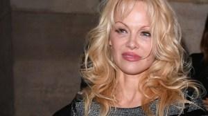 Pamela Anderson critica a una fundación de Marsella por recaudar fondos para Notre Dame