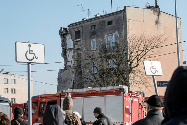 A partially collapsed apartment building is pictured after a gas explosion, which caused the death of four people, according to local media, in Poznan, Poland, March 4, 2018. Agencja Gazeta/Piotr Skornicki via  REUTERS ATTENTION EDITORS - THIS IMAGE WAS PROVIDED BY A THIRD PARTY. POLAND OUT. NO COMMERCIAL OR EDITORIAL SALES IN POLAND.