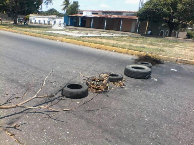 Foto: Protesta en Barinas por fallas en el servicio eléctrico  / Radio Fe y Alegría