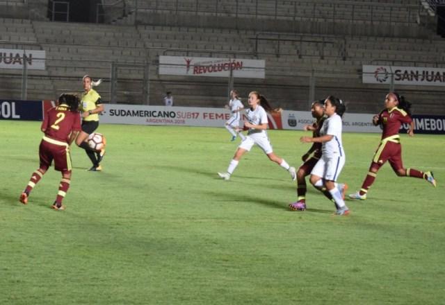 Equipo de Sub17 femenino // Foto @FemeninoFVF