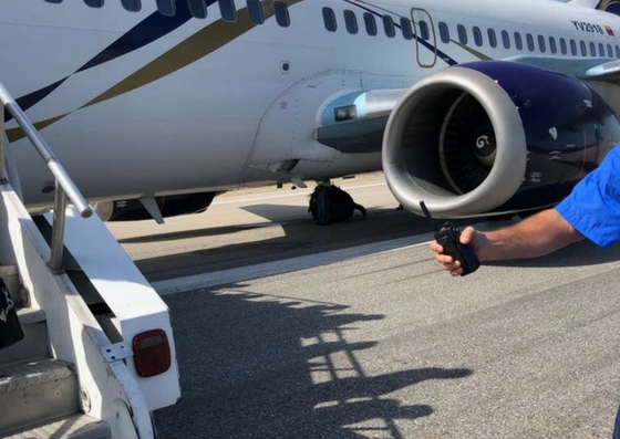 Foto: Explotan dos cauchos durante aterrizaje de avión en Caracas  / Cortesía