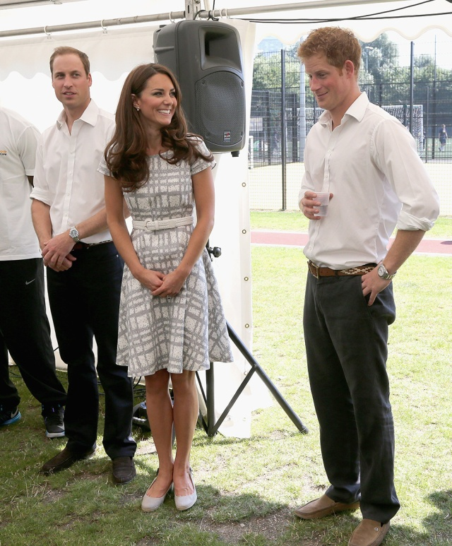 william_kate_middleton_harry_quinta_rueda_sujetavelas_cuando_todos_te_ignoran_174293954_1000x1208