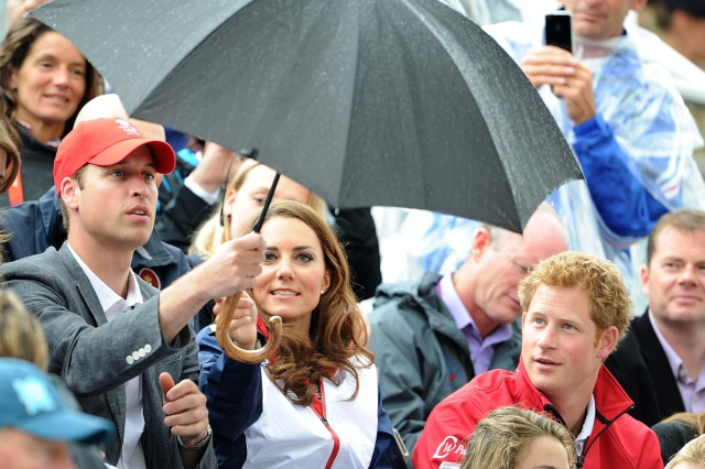 william_kate_middleton_harry_quinta_rueda_sujetavelas_cuando_todos_te_ignoran_355243524_1800x1198