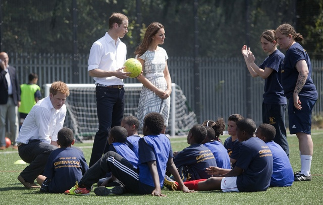 william_kate_middleton_harry_quinta_rueda_sujetavelas_cuando_todos_te_ignoran_447056930_1000x635