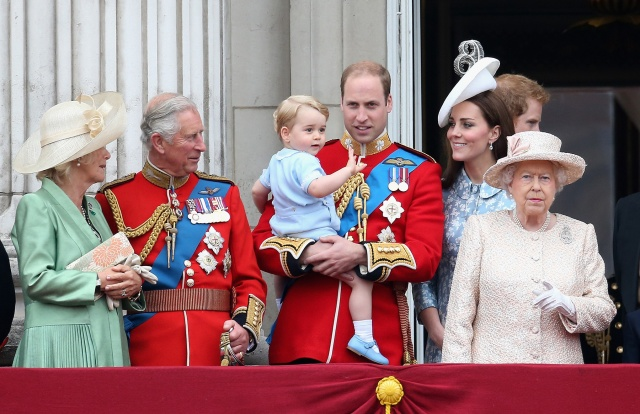william_kate_middleton_harry_quinta_rueda_sujetavelas_cuando_todos_te_ignoran_513734668_1800x1165
