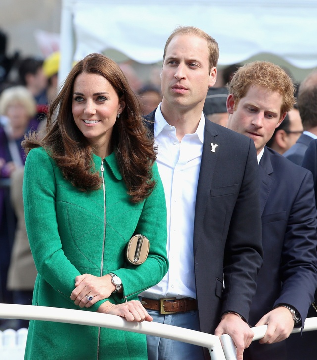 william_kate_middleton_harry_quinta_rueda_sujetavelas_cuando_todos_te_ignoran_792229407_1000x1134