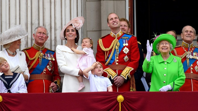 william_kate_middleton_harry_quinta_rueda_sujetavelas_cuando_todos_te_ignoran_816547779_1000x563