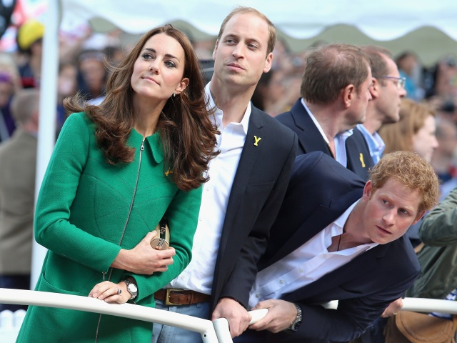 william_kate_middleton_harry_quinta_rueda_sujetavelas_cuando_todos_te_ignoran_861942105_1800x1350
