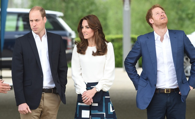 william_kate_middleton_harry_quinta_rueda_sujetavelas_cuando_todos_te_ignoran_998207308_1000x609
