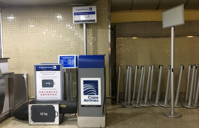 Airport signs and materials of Panama's Copa Airlines counetrs are piled against a wall at Caracas' international airport on April 6, 2018 after Venezuela suspended the company's flights in an escalating diplomatic row. Panama on April 5 ordered Venezuela's ambassador out and recalled its own envoy to the country as Caracas imposed sanctions on senior Panamanian officials and suspended flights in an escalating diplomatic row. At issue is Panama's alignment with other Latin American countries as well as the European Union, Canada and the United States that have taken measures against President Nicolas Maduro's and his government on the grounds that he is undemocratically tightening his hold on power. / AFP PHOTO / Federico PARRA