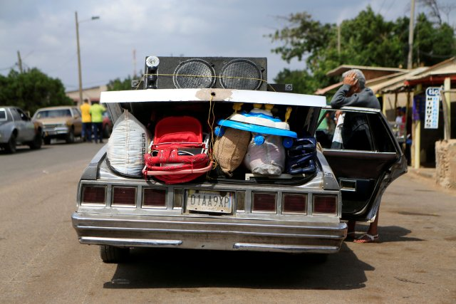 FILE PHOTO: A Venezuelan woman leans on a car at the border between Venezuela and Colombia, in Paraguachon, Colombia, Feb. 16, 2018. REUTERS/Jaime Saldarriaga/File Photo