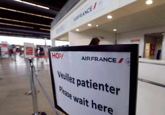 A passenger arrives at the Air France check-in at Bordeaux-Merignac airport, as Air France pilots, cabin and ground crews unions call for a strike over salaries in Merignac near Bordeaux, France April 7, 2018. REUTERS/Regis Duvignau