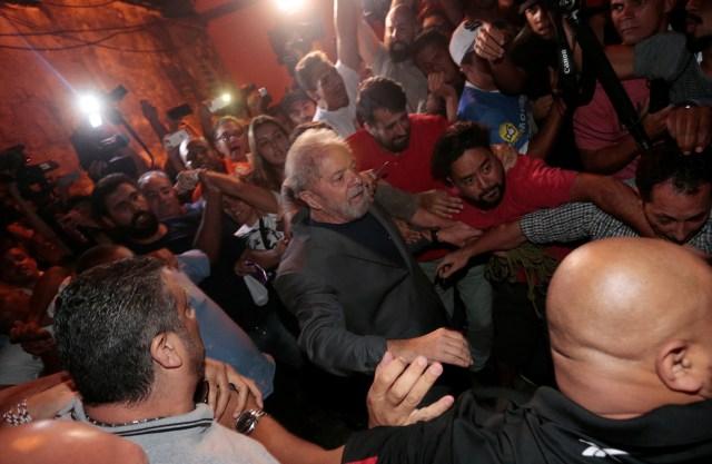 Former Brazilian President Luiz Inacio Lula da Silva leaves the metallurgic trade union, in Sao Bernardo do Campo, Brazil April 7, 2018. REUTERS/Leonardo Benassatto