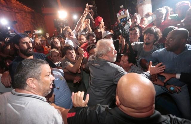 Former Brazilian president Luiz Inacio Lula da Silva leaves the steel workers union, in Sao Bernardo do Campo, Brazil April 7, 2018. REUTERS/Leonardo Benassatto