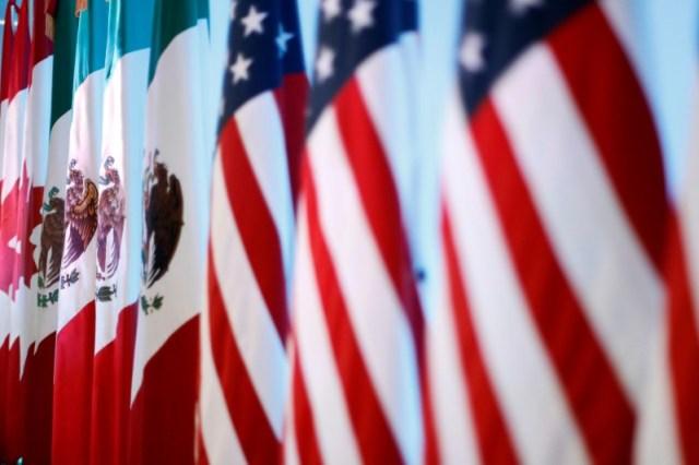 FOTO DE ARCHIVO-Las banderas de Canadá, Estados Unidos y México se ven antes de una conferencia de prensa conjunta sobre el cierre de la séptima ronda de conversaciones del TLCAN en la Ciudad de México, México, 5 de marzo de 2018. REUTERS/Edgard Garrido