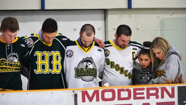Mourners embrace each other during a moment of prayer at a vigil at the Elgar Petersen Arena, home of the Humboldt Broncos, to honour the victims of a fatal bus accident in Humboldt, Saskatchewan, Canada April 8, 2018. Jonathan Hayward/Pool via REUTERS
