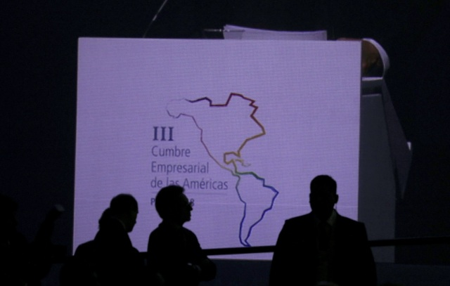 Participantes asisten a la III Cumbre Empresarial de las Américas en Lima, Perú, 12 de abril de 2018. REUTERS/Mariana Bazo - RC1DFDA0B360