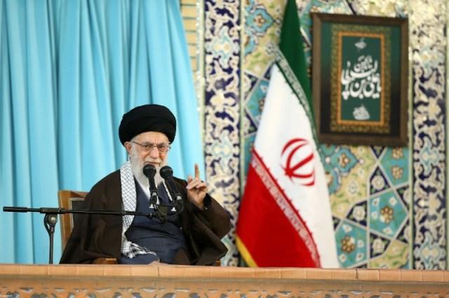 El líder supremo iraní, el ayatolá Ali Jameneí, pronuncia un discurso en Mashad, Irán, 21 de marzo de 2018. Leader.ir/Handout via REUTERS