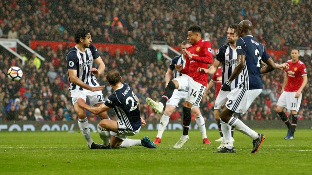 """Soccer Football - Premier League - Manchester United vs West Bromwich Albion - Old Trafford, Manchester, Britain - April 15, 2018 Manchester United's Jesse Lingard misses a chance to score REUTERS/Andrew Yates EDITORIAL USE ONLY. No use with unauthorized audio, video, data, fixture lists, club/league logos or """"live"""" services. Online in-match use limited to 75 images, no video emulation. No use in betting, games or single club/league/player publications. Please contact your account representative for further details."""