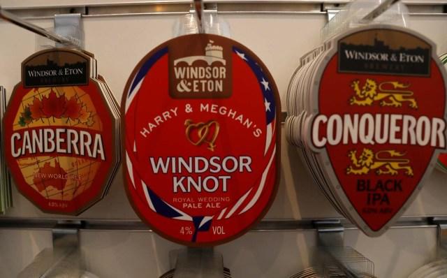 Los posavasos de bebidas se venden a la venta en la cervecería Windsor and Eton en Windsor, Gran Bretaña, el 11 de abril de 2018. Fotografía tomada el 11 de abril de 2018. REUTERS / Peter Nicholls
