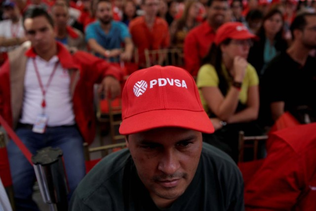 FILE PHOTO: A man wears a cap with the logo of PDVSA as he attends the swear-in ceremony of the new board of directors of Venezuelan state oil company PDVSA in Caracas, Venezuela January 31, 2017. Picture taken January 31, 2017. REUTERS/Marco Bello/File Photo