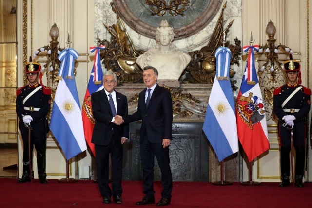 Argentine President Mauricio Macri and his Chilean counterpart Sebastian Pinera shake hands at the Casa Rosada Presidential Palace in Buenos Aires, Argentina, April 26, 2018. REUTERS/Marcos Brindicci