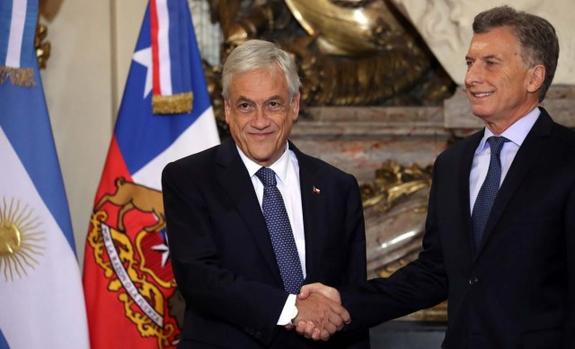 Argentine President Mauricio Macri (R) and his Chilean counterpart, Sebastian Pinera, shake hands at the Casa Rosada Presidential Palace in Buenos Aires, Argentina April 26, 2018. REUTERS/Marcos Brindicci