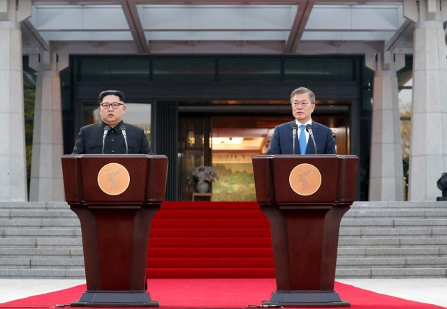 South Korean President Moon Jae-in and North Korean leader Kim Jong Un deliver a statement at the truce village of Panmunjom inside the demilitarized zone separating the two Koreas, South Korea, April 27, 2018. Korea Summit Press Pool/Pool via Reuters