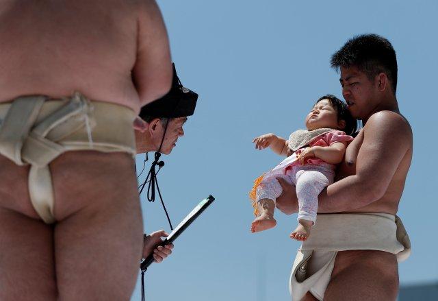 El bebé que más duro llore, se proclama ganador del certamen | FOTO: REUTERS/Issei Kato