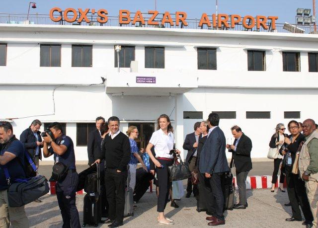Los enviados del Consejo de Seguridad de las Naciones Unidas llegan al aeropuerto Cox's Bazar en Bangladesh, el 28 de abril de 2018. REUTERS / Michelle Nichols