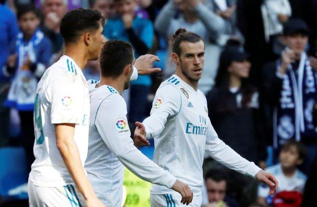 Soccer Football - La Liga Santander - Real Madrid vs Leganes - Santiago Bernabeu, Madrid, Spain - April 28, 2018  Real Madrid's Gareth Bale celebrates scoring their first goal with team mates   REUTERS/Javier Barbancho
