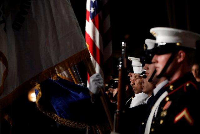 Un guardia de honor militar participa en la cena de la Asociación de Corresponsales de la Casa Blanca en Washington, EE. UU., El 28 de abril de 2018. REUTERS / Aaron P. Bernstein