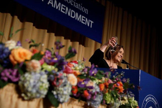 La presidenta de la Asociación de Corresponsales de la Casa Blanca, Margret Margaret Talev, habla en la cena de la Asociación de Corresponsales de la Casa Blanca en Washington, EE.UU., el 28 de abril de 2018. REUTERS / Aaron P. Bernstein