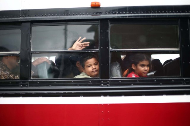 Members of a caravan of migrants from Central America ride on a bus to a gathering in a park prior to preparations for an asylum request in the U.S., in Tijuana, Mexico April 29, 2018. REUTERS/Edgard Garrido