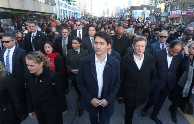 Canada's Prime Minister Justin Trudeau, Governor General Julie Payette and Toronto Mayor John Tory walk with crowds down Yonge Street in Toronto to vigil at Mel Lastman Square for van attack victims in Toronto, Ontario, Canada April 29, 2018.   REUTERS/Fred Thornhill