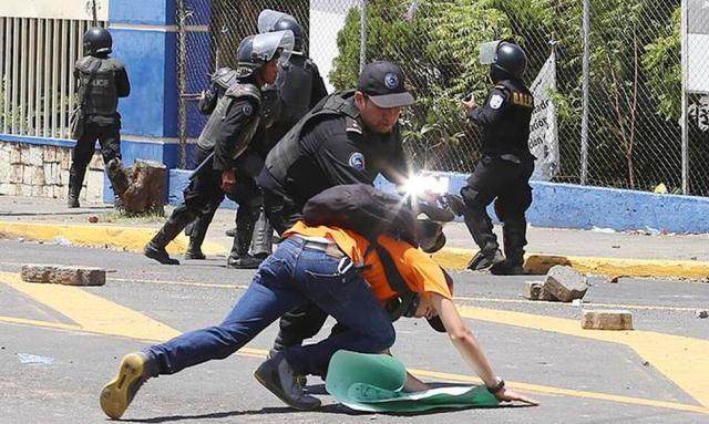 Las protestas por las reformas al INSS cumplen hoy su cuarto día han dejado al menos 10 muertos. Foto: Oscar Sánchez.- El Nuevo Diario