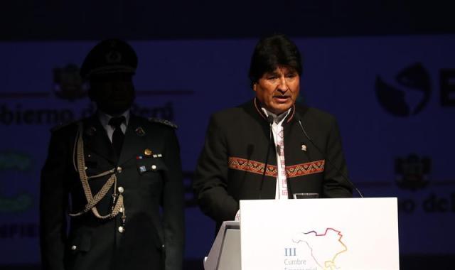 El presidente de Bolivia, Evo Morales, habla durante la III Cumbre Empresarial de las Américas hoy, viernes 13 de abril de 2018, durante la III Cumbre Empresarial de las Américas, previa a la Cumbre de las Américas, en Lima (Perú). EFE/Miguel Gutiérrez