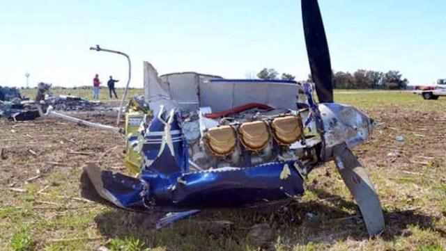 Los restos de la avioneta, tras la caida. (Twitter Roberto Gómez)