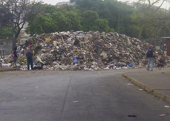 Foto: Montañas de basura se acumulan en Propatria / Cortesía