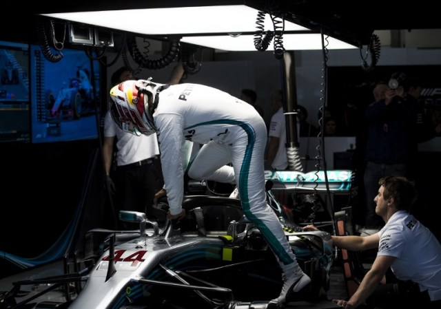 Mercedes' British driver Lewis Hamilton gets into his car during a practice session for the Formula One Chinese Grand Prix in Shanghai on April 13, 2018. / AFP PHOTO / Johannes EISELE
