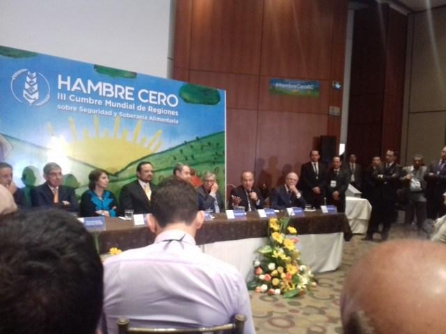 Panel de expresidentes de países iberoamericanos durante la III Cumbre Mundial Hambre Cero que se realiza en la ciudad de Cuenca, Ecuador, los días 27 y 28 de Abril de 2018 / Foto Saúl López para lapatilla.com