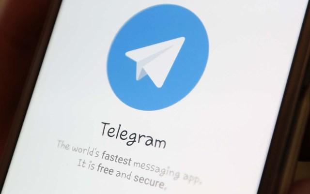 El logotipo de Telegram se ve en la pantalla de un teléfono inteligente en esta ilustración tomada el 13 de abril de 2018. REUTERS / Ilya Naymushin