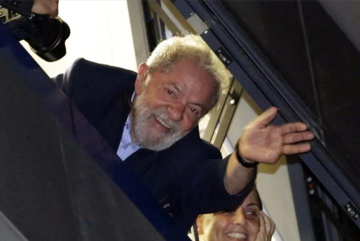 Desde la cárcel, Lula le desea